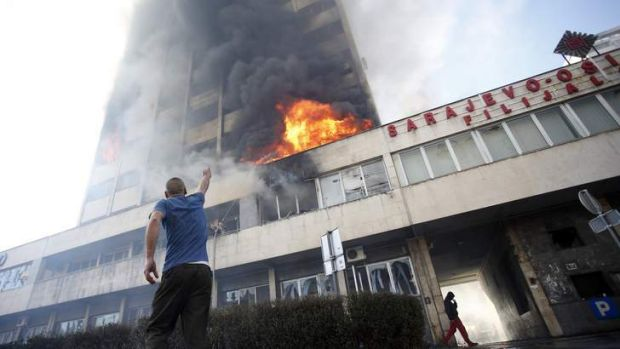 Government building on fire in Tuzla.