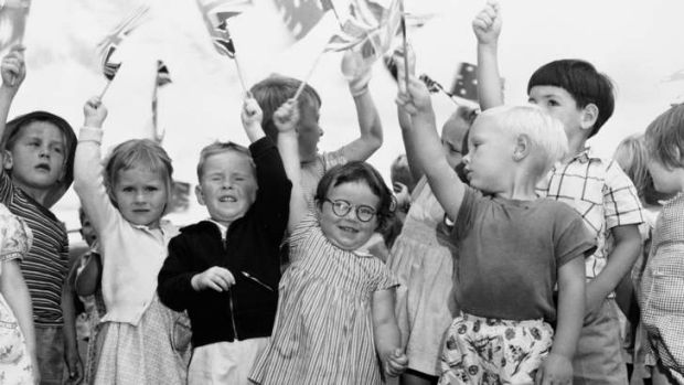 Canberra kids greeting the Queen at the airport in February 1954.