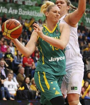 Lauren Jackson playing for the Opals in August, 2013.