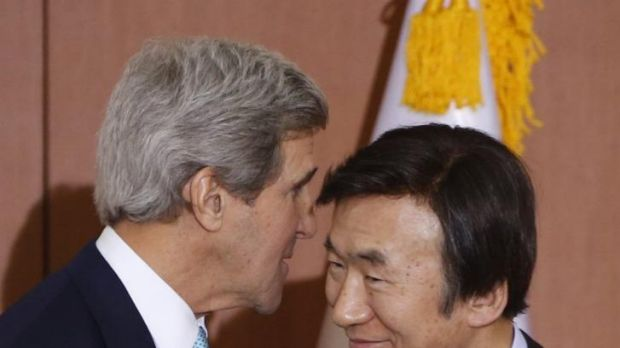 US Secretary of State John Kerry speaks with South Korean Foreign Minister Yun Byung-se.