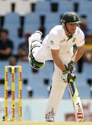 De Villiers plays has admitted his team's performance was embarrassing against Australia