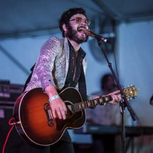 At the Echuca Riverboats third festival, Henry Wagons performed Willie Nelson, a heartfelt ode to the country music giant.