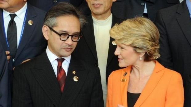 Indonesia's Foreign Minister Marty Natalegawa (L) chats to Julie Bishop (R) after the opening of the Bali Democracy ...