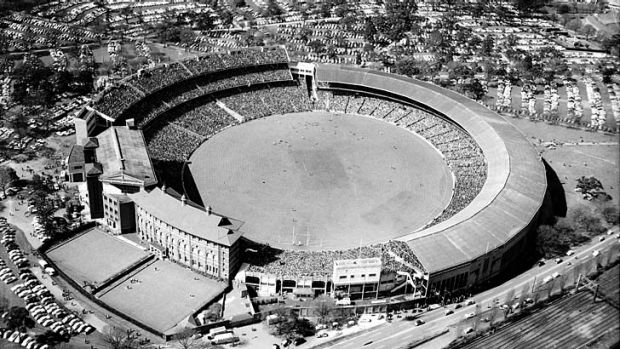Anyone for bowls? The VFL Grand Final 1957.