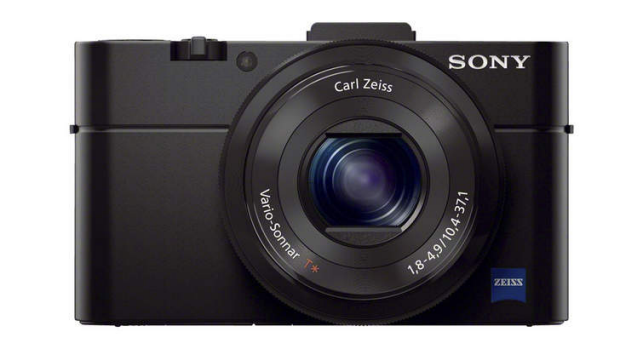 Features like the very high resolution and tiltable LCD make for a versatile camera.
