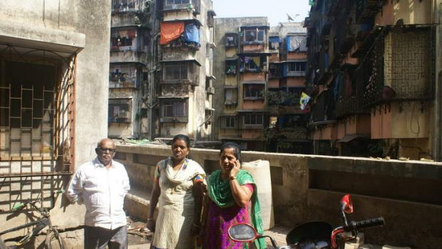 Jockin Arputham with two of the women he has mobilised to help build toilets in the slum.