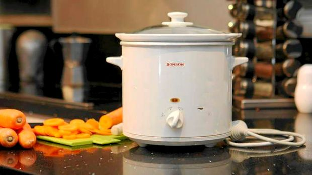04 August  2010; SMH GOOD LIVING; Pic of a Ronson slow cooker. Picture Helen Nezdropa DIGICAM 00000000