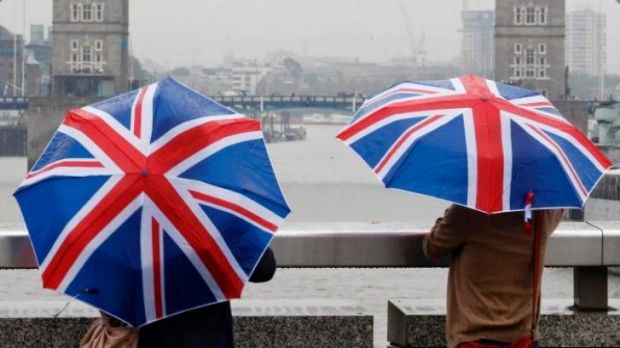 "Welcome to the UK: One hundred ""premium"" visas should be auctioned each year, the panel said."