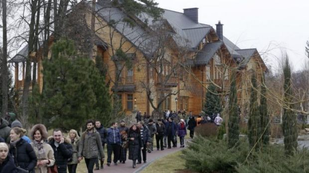 Popular tour ...  anti-government protesters invited people to visit the lavish estate of ousted Urkraine President ...