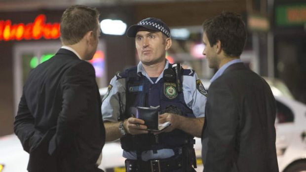 """Police talk to Kings Cross patrons who """"fail to quit"""" on the first weekend of the new 1.30am lockout rules"""