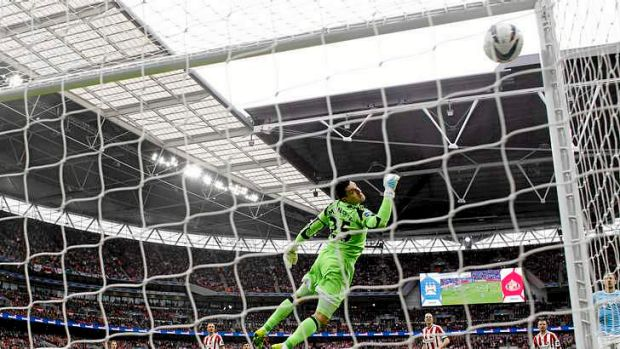 Sunderland's goalkeeper Vito Mannone  dives in vain to stop a wonder strike by Manchester City's Yaya Toure.