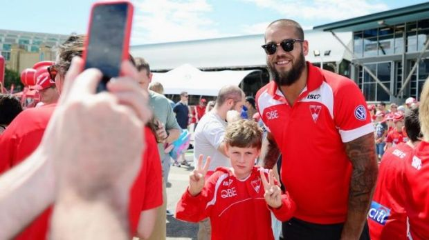 Lance Franklin poses for a photo with a young supporter during the Sydney Swans AFL Fan Day this week.