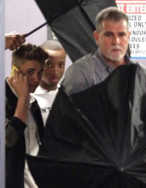 Justin Bieber leaves his lawyers office in Miami on Thursday, March 6, 2014, after testifying in a civil deposition ...