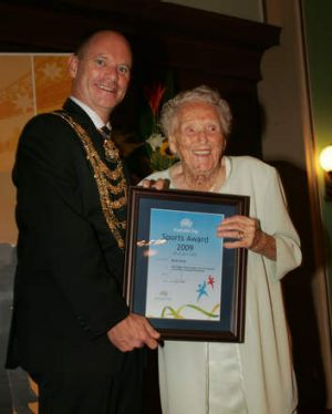 Ruth Frith receiving a 2009 Australia Day sports award from then-lord mayor Campbell Newman.