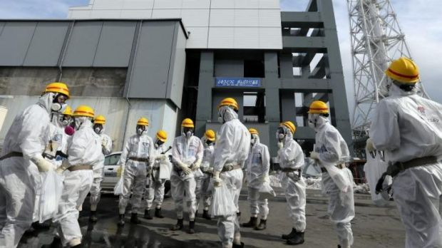 Workers removing spent fuel at the Fukushima No.1 nuclear plant in February 2014.