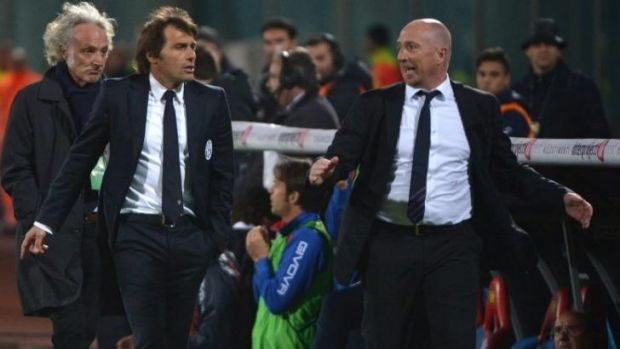 Juve coach Antonio Conte and Catania coach Rolando Maran (right) leave the pitch after veing expelled by the referee.