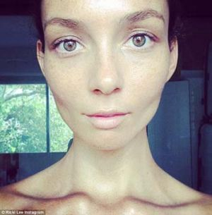 Pop star Ricki Lee's no make-up selfie.