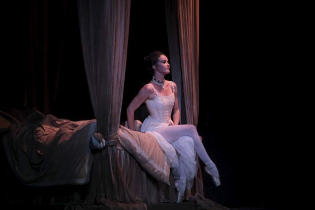 Australia's longest serving ballerina Lucinda Dunn takes to the stage for her final season in 'Manon'.
