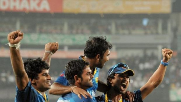 Sri Lankan cricketers Dinesh Chandimal (R) and Lahiru Thirimanne (2L) carry teammate Mahela Jayawardena.