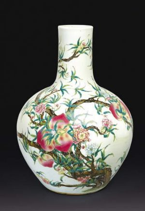 A famille rose peach vase, Tianqiuping, Qing dynasty, 19th century. Estimated to be worth between $30,000 to $40,000.
