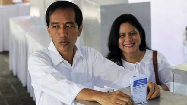 Jakarta governor Joko Widodo and his wife Iriana cast their ballots.
