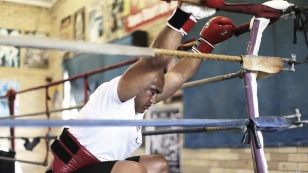 Alex Leapai warms up before his sparring session with Razvan Cojanu.