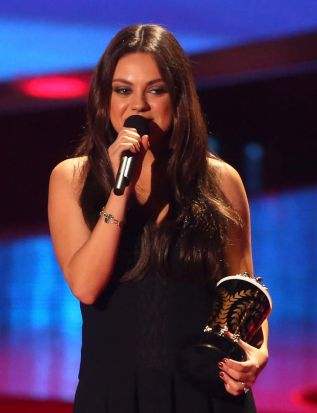 Actress Mila Kunis accepts best villain for her movie <i>Oz: The Great and Powerful</i> at the 2014 MTV Movie Awards.