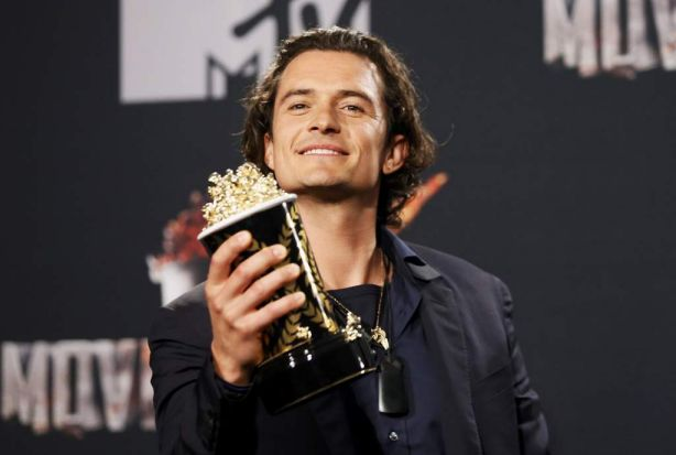Orlando Bloom takes the award for best fight in <i>The Hobbit: The Desolation of Smaug</i> during the 2014 MTV Movie Awards .