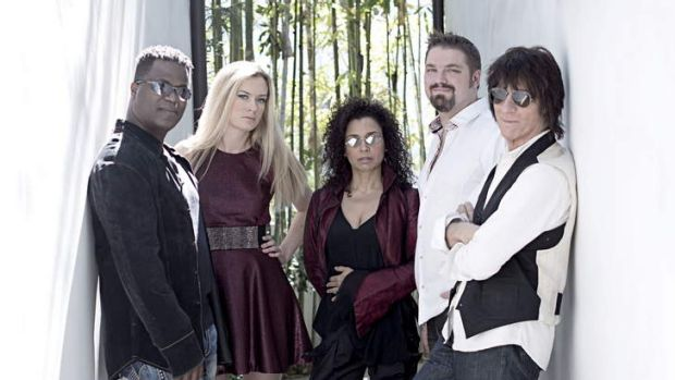 Evolution: Jeff Beck with his band Jonathan Joseph, Lizzie Ball, Rhonda Smith and Nicolas Meier.