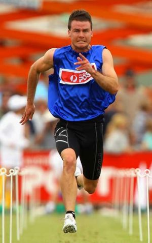 Andrew Robinson winning the 2013 Stawell Gift.