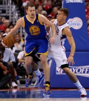 Golden State's David Lee controls the ball against Blake Griffin.