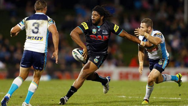 Panthers centre Jamal Idris gets his pass away against the Gold Coast Titans at Sportingbet Stadium.