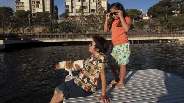 Pyrmont local Lyn, her granddaughter Janne, 7 and their dog Roxy cool down.