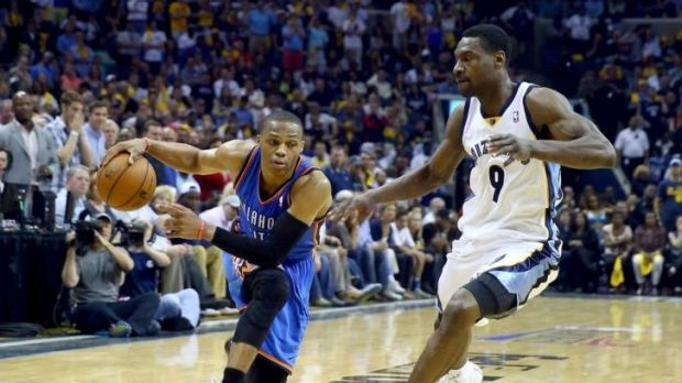 The Grizzlies' Tony Allen, right, defends against Russell Westbrook.