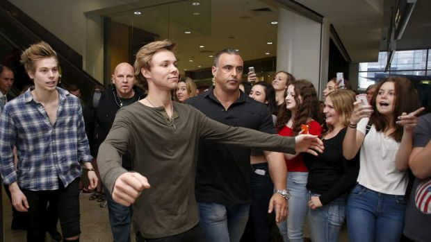 5 Seconds of Summer's Ashton Irwin and Luke Hemmings arrive at Sydney airport on April 28, 2014.