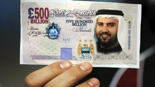 Mock-up: A fan holds a Manchester City 'banknote'.