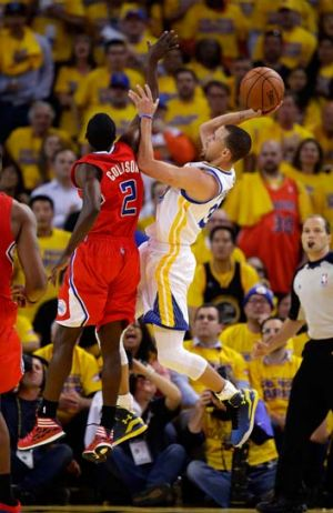 Clipped: Golden State's Stephen Curry shoots over LA's Darren Collison.