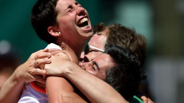 Spanish player Carla Suarez Navarro (L) celebrates with her coaches Javier Budo (C) and Marc Casabo.