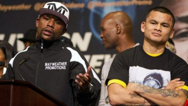 Floyd Mayweather Jr. holds court at the post-fight media conference.