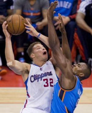 Blake Griffincontrols the ball against Serge Ibaka.