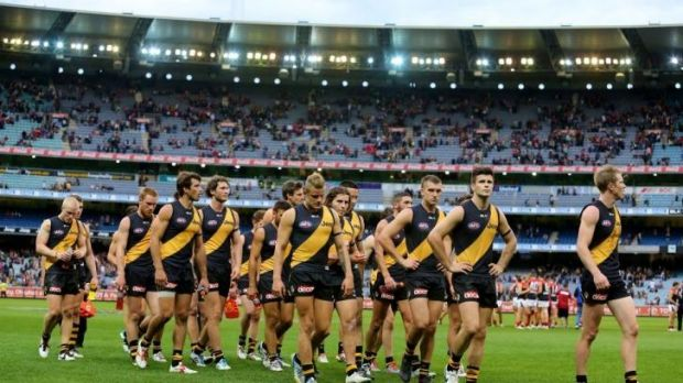 A dejected Tigers outfit after losing to Melbourne.