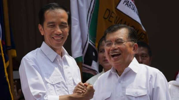 Indonesian presidential candidate Joko Widodo (left) announces his new running mate Jusuf Kalla.