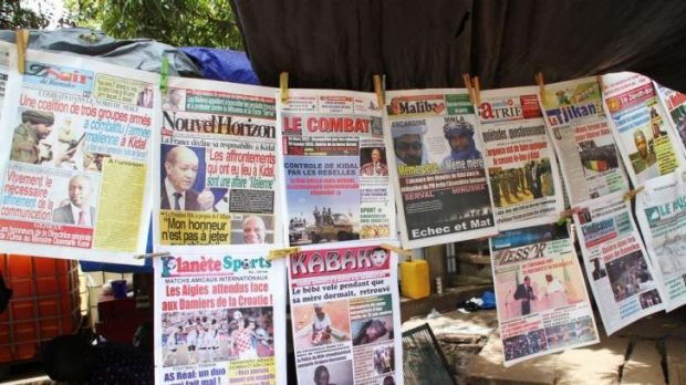 Newspapers with headlines announcing the Malian army's defeat in seizing Kidal.