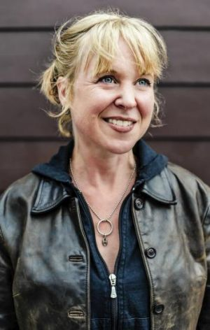 "Kristin Hersh says rock stars who pretend to be ""a little crazy"" so people think they are artists are liars."