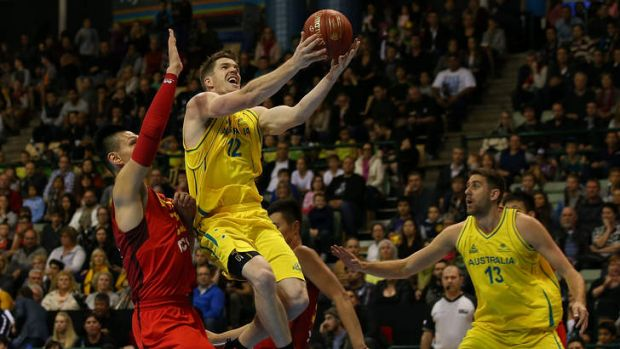 Lucas Walker drives to the basket during the 2014 Sino-Australia Challenge.