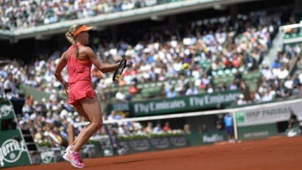 Bouchard won the first set against Sharapova.