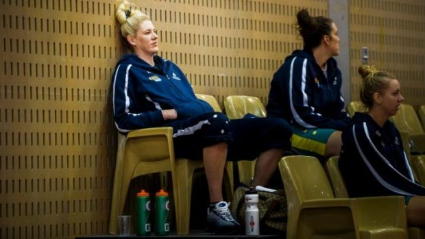 Opals star Lauren Jackson will sit out the next 12 weeks after having minor knee surgery.