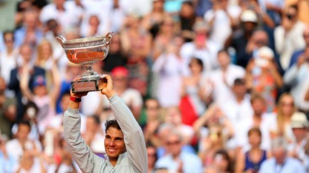 Rafael Nadal lifts the Coupe de Mousquetaires after winning his 9th French Open title.