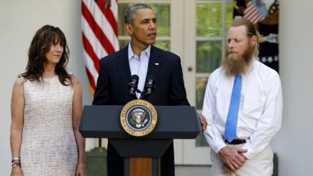 President Barack Obama stands with Bob and Jani Bergdahl as he delivers a statement about the release of their son.