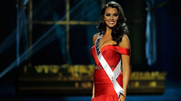 Miss Indiana, Mekayla Diehl, works a red dress mid-pageant.